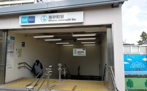 江東区の南砂町駅入口